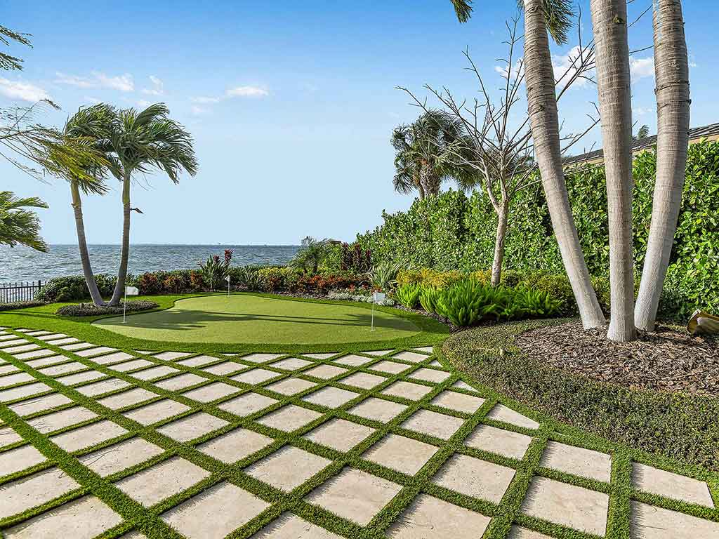 artificial turf backyard with artificial grass golf green